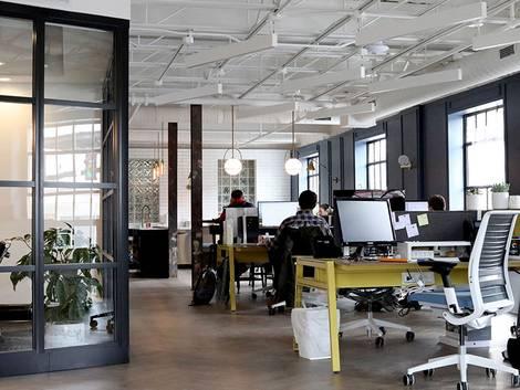Renditeobjekte, Bürogebäude, Foto: venveo / unsplash.com
