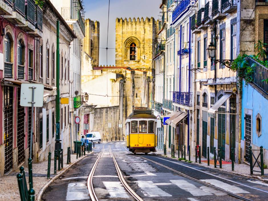 Portugal, Lissabon, Straßenbahn, Foto: iStock/SeanPavonePhoto