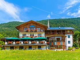 Hotel kaufen, Berghotel, Foto: istock/pkazmierczak