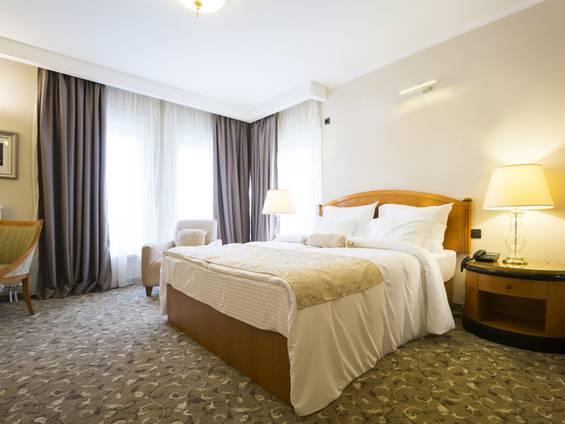 Hotel kaufen, Hotelzimmer, Foto: istock/DaveLongMedia