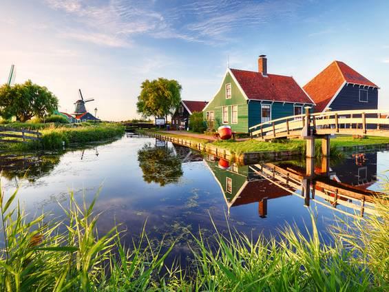 Auslandsimmobilie Niederlande, Windmühlen, Kanal, Kaufvertrag, Foto: TTstudio/fotolia.com