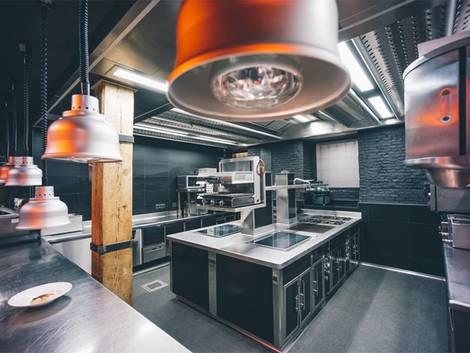 Gewerbegrundstück pachten, Restaurant pachten, Küche, Herd, Pächter, Foto: OscarStock/fotolia.com