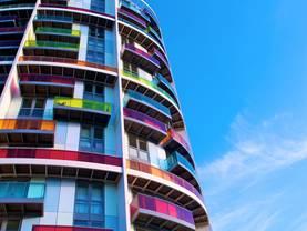 Hotel kaufen, Apartmenthotel, Stadthotel, Foto: istock/ImageGap