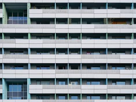 Günstige Wohnungen mieten, Plattenbau, Hochhaus,   Foto: Heiko Küverling / fotolia.com