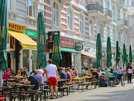 Hamburg, Sternschanze, Schanzenviertel, Straßencafé, Foto: immowelt.de/Verena Kauzleben
