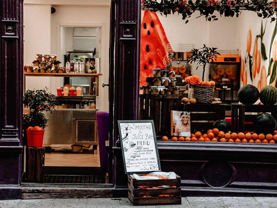 Smoothie-Bar, Gewerbe anmelden, Konzession, Gastronomie kaufen, Gastronomie pachten, Gastronomie mieten, Hotel kaufen, Hotel pachten, Hotel mieten, Foto: Alina Kovalchuk/Unsplash